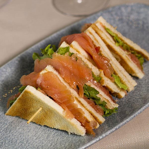 club-sandwich-salmone-aglio-e-oglio-ristorante
