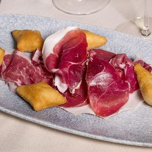prosciutto-crudo-di-nero-di-parma-aglio-e-oglio-ristorante