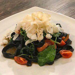 aglio-e-oglio-ristorante-delivery-consegna-Tagliatelle-nere-e-seppia_